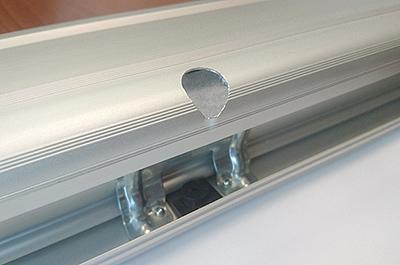Стальной шпангоут и пластиковый подпятник для устойчивости вертикальной стойки
